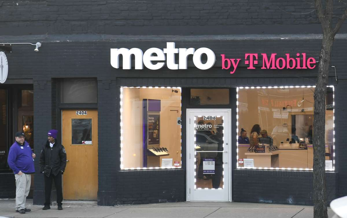 Metro By T-Mobile Store Stock Photo February, 6, 2020 Minneapolis